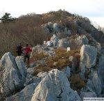 pot-proti-vrhu-ob-obmejnih-kamnih