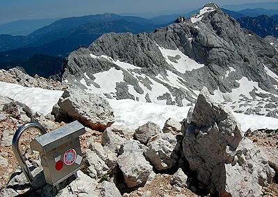 Vrh Grintovca, v ozadju Skuta